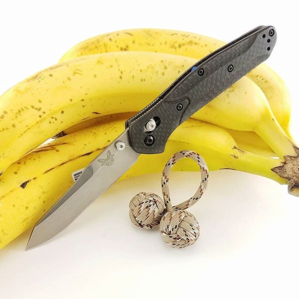 Benchmade - Morning snack and entertainment. #begleri #begleribeads #monkeyfistbegleri #benchmade #benchmadeosborne #carbonfiber #benchmadeknives #edc #everydaycarry...
