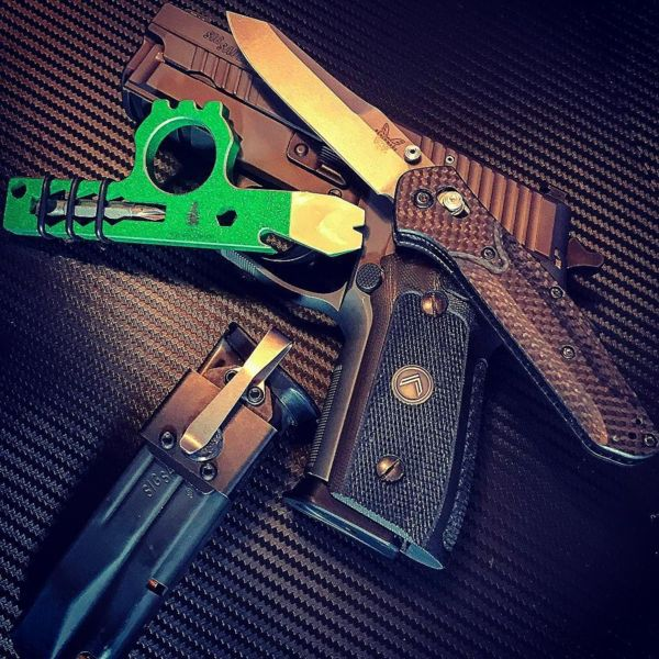 Benchmade - Had to include a little green in today's carry courtesy of wise_men_company latest #wiseguy #luckoftheirish #edctool #stpattysdaycarry #timeforwhiskey...