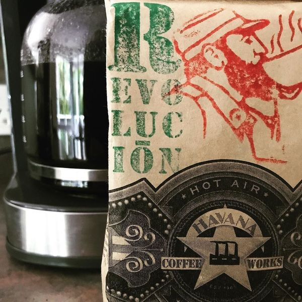 COFFEEUFEEL - The Revolucion is over.....coffees all gone 😿😿 havanacoffeeworks #havanacoffeeworks #athome #coffee #allblackeverything #blend #myfavorite #coffeepercs...