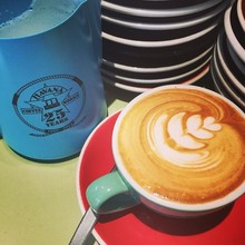 COFFEEUFEEL - New #havanacoffee jug made its 1st attempt at #latteart today. Many more to come iridewgtn